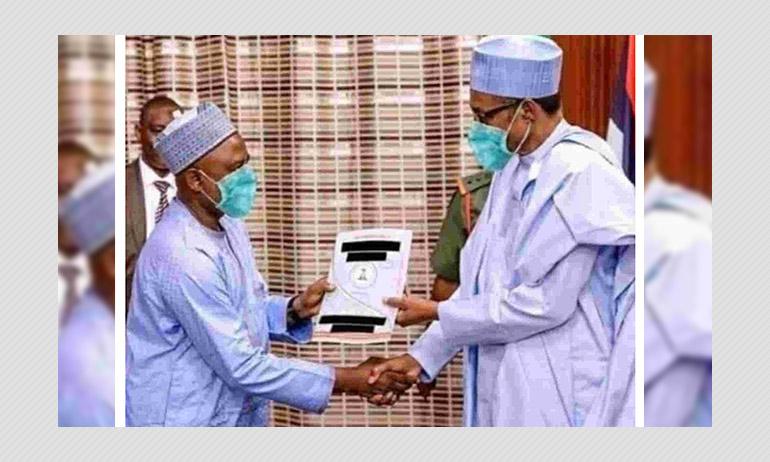 This Photo Of The Nigerian President Muhammadu Buhari Shaking Hands Is Doctored