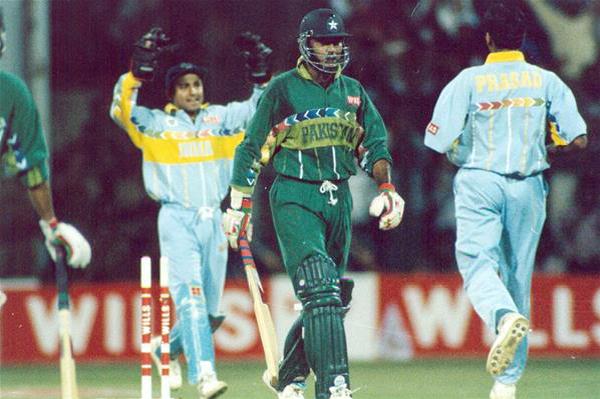 1996 venkatesh-prasad-vs-aamir-sohail-india-pakistan-1996