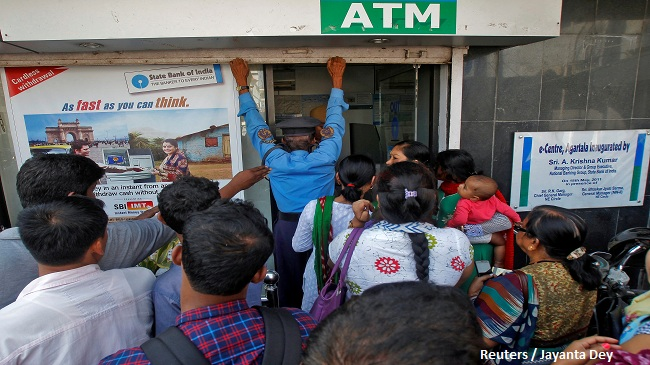 A security guard closes the shutter of State Bank of India ATM after it stopped dispensing cash in Agartala, India, November 15, 2016. REUTERS/Jayanta Dey - RTX2TQMR
