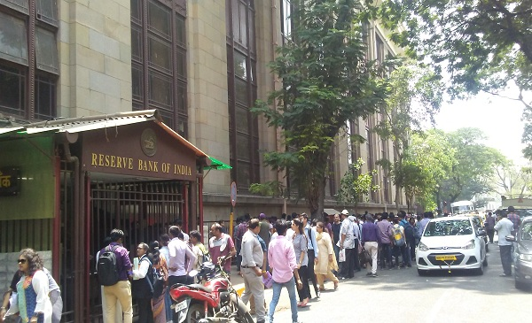 Forgotten Notes, NRIs And Housewives : Demonetisation Comes To An End