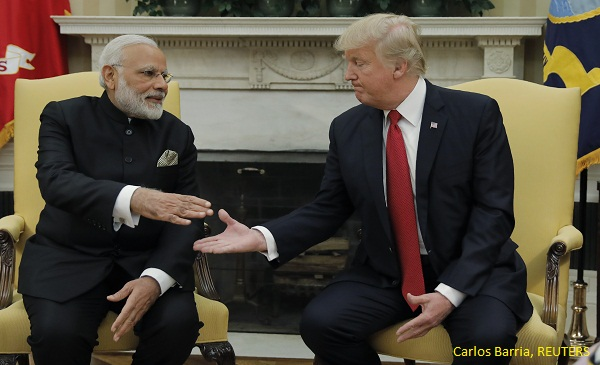 Mod and Trump handshake