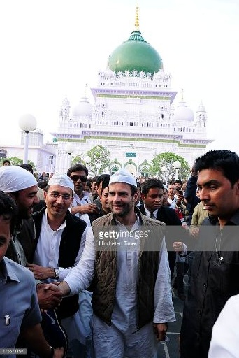 The original photo is from 2014 during Rahul Gandhi's campaign in Barabanki, Uttar Pradesh