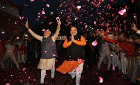 Modi and Shah victory sign